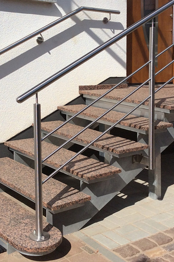 Treppenanlage aus Rosso Balmoral